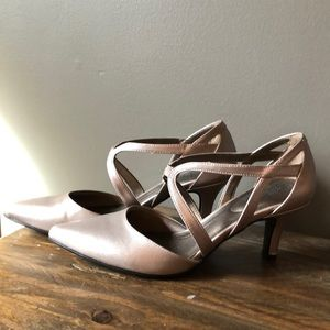 Cute dress shoes, low heel, rose gold